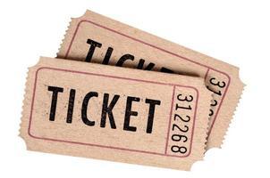 due vecchi biglietti per il cinema isolati su uno sfondo bianco. foto