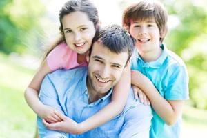 padre con due figli