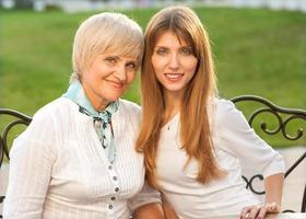 madre e figlia adulte foto