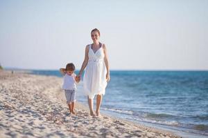 passeggiata sulla spiaggia foto