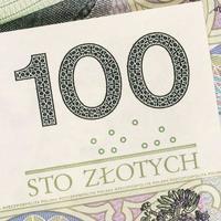 valuta polacca cento banconote in zloty sfondo foto