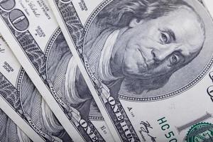 primo piano della banconota da cento dollari, fondo dei soldi foto