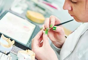 processo di odontoiatria protesica foto