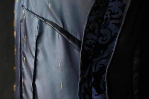 cucito, il processo di fabbricazione del vestito foto