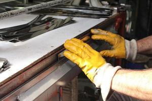 processo di taglio dei metalli foto