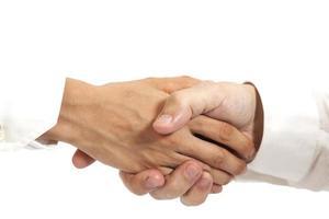 stretta di mano isolata su fondo bianco foto