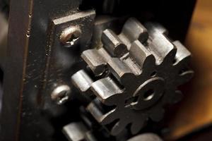 primo piano del dettaglio della macchina del ferro, fondo industriale foto