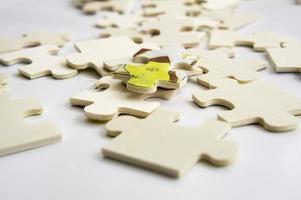 concetto astratto di lavoro di squadra di decisione della parte del puzzle del fondo foto