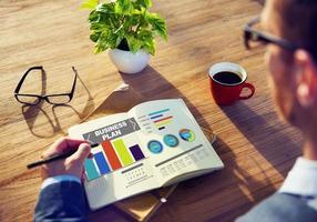 """concetto di informazioni di idea di strategia di """"brainstorming"""" del grafico del business plan foto"""