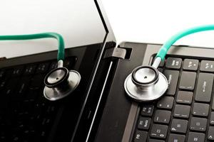 stetoscopio medico e concetto di tecnologia. foto