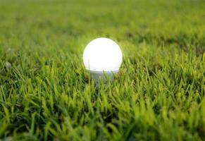lampadina a led con illuminazione - la tecnologia di illuminazione foto