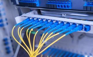 centro tecnologico con attrezzatura in fibra ottica foto
