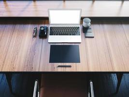laptop design generico nell'area di lavoro con oggetti business. 3d foto