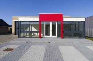 edificio per uffici vuoto