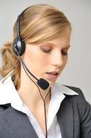 operatore concentrato sul cliente foto