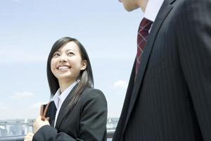 donna d'affari sorridente foto