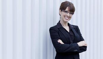 sorridere maturo della donna di affari foto