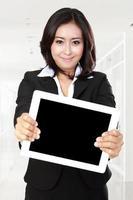 tablet visualizzando imprenditrice foto