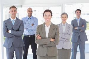 squadra di affari che sorride alla macchina fotografica foto