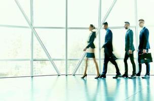 fila di uomini d'affari foto
