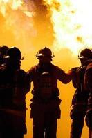 lavoro di squadra dei pompieri foto