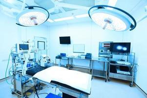 attrezzature e dispositivi medici in sala operatoria moderna foto