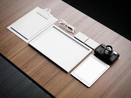 insieme degli elementi bianchi classici di affari. Rendering 3D foto