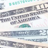 le banconote in dollari per il concetto di affari e finanza foto