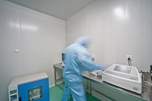 moderna linea di produzione di impresa farmaceutica foto
