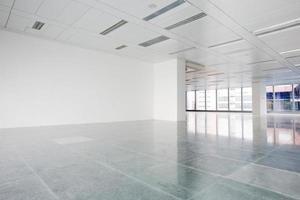 edificio per uffici vuoto foto