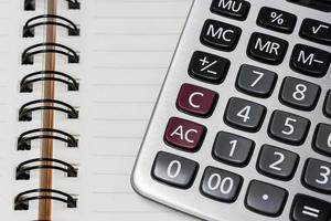 calcolatrice sulla carta del quaderno foto