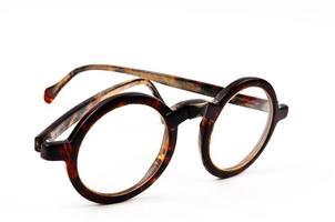 vecchi occhiali isolati