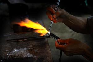 fabbricazione del vetro locale.