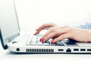 utilizzo del laptop foto