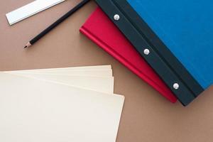 matita su carta marrone foto