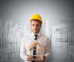 architetto con progetto di costruzione foto