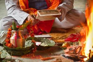 Brahman Puja durante il festival indù in Nepal foto