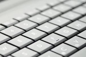 primo piano della tastiera del computer portatile foto