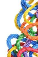 fasci di cavi per computer multicolore foto