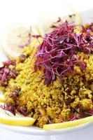 insalata fredda di couscous in ciotola foto