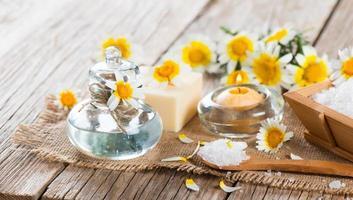 spa con prodotti di camomilla foto
