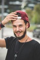 giovane uomo barbuto bello hipster foto