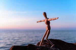 figurina di legno foto
