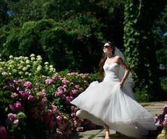 giovane sposa caucasica