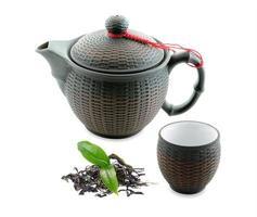 lava di tè verde e teiera viola nera foto
