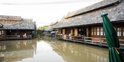 mercato galleggiante tailandese di multi cultura Pattaya foto