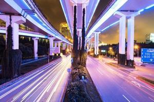 shanghai elevato bivio e cavalcavia di interscambio di notte foto