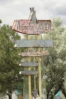 Il bordo della strada di Apache firma dentro il New Mexico