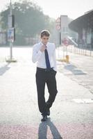 giovane uomo di modello biondo elegante bello foto