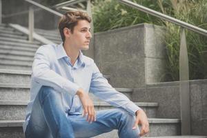 giovane modella hansome uomo biondo foto